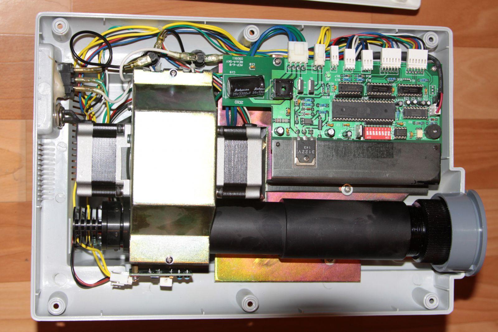 Проектор выдает изображение с точками и полосами / Ремонт проекторов в СПб